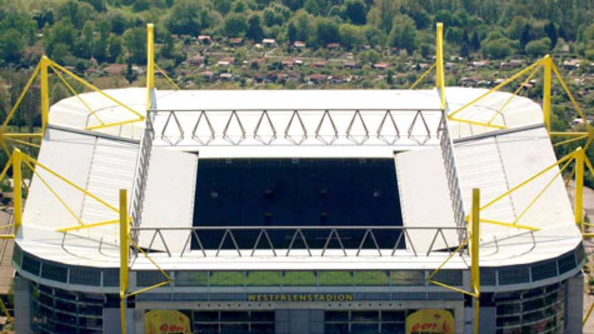 das fu ball stadion von borussia dortmund ist nach ansicht der times das beste und sch nste. Black Bedroom Furniture Sets. Home Design Ideas