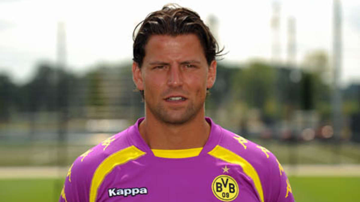 The 37-year old son of father (?) and mother(?), 188 cm tall Roman Weidenfeller in 2018 photo
