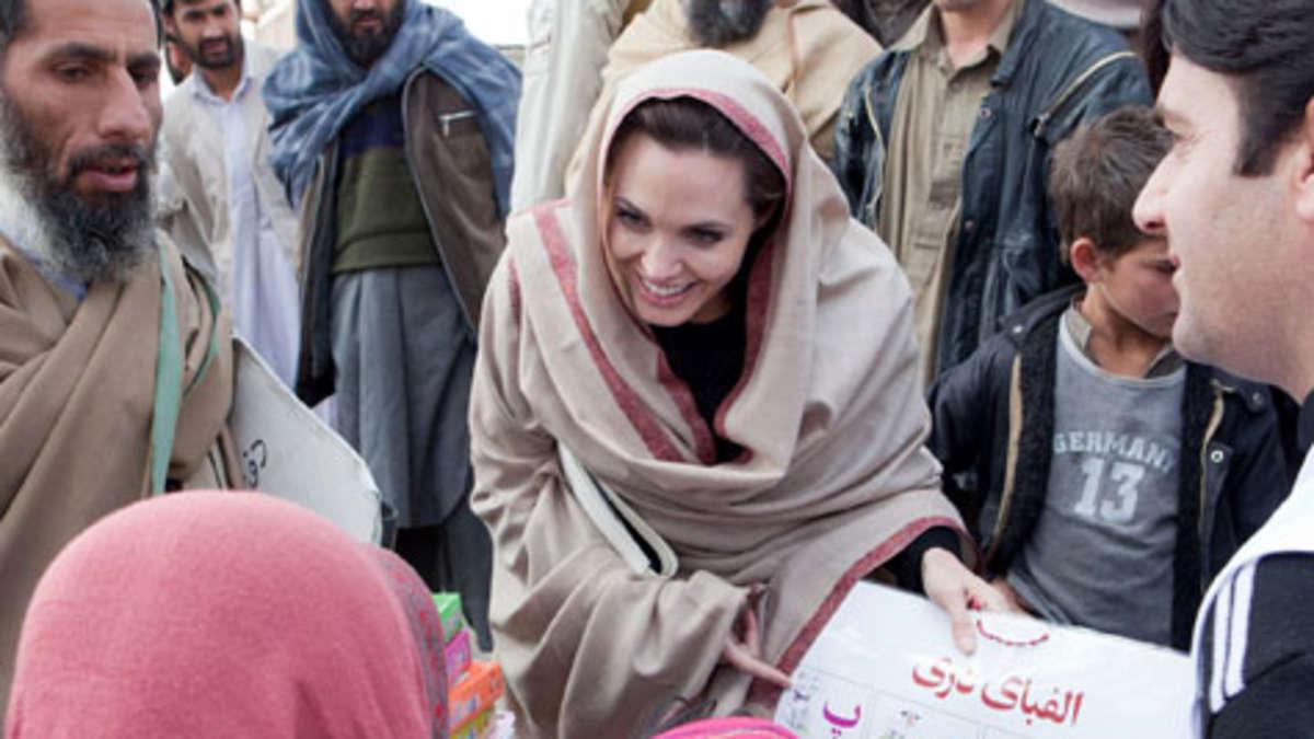 Angelina Jolie zieht sich aus