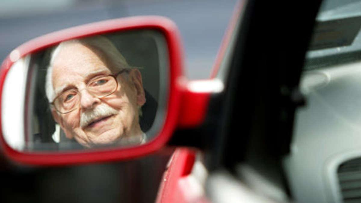 senioren am steuer ltere autofahrer machen mehr fehler auto. Black Bedroom Furniture Sets. Home Design Ideas
