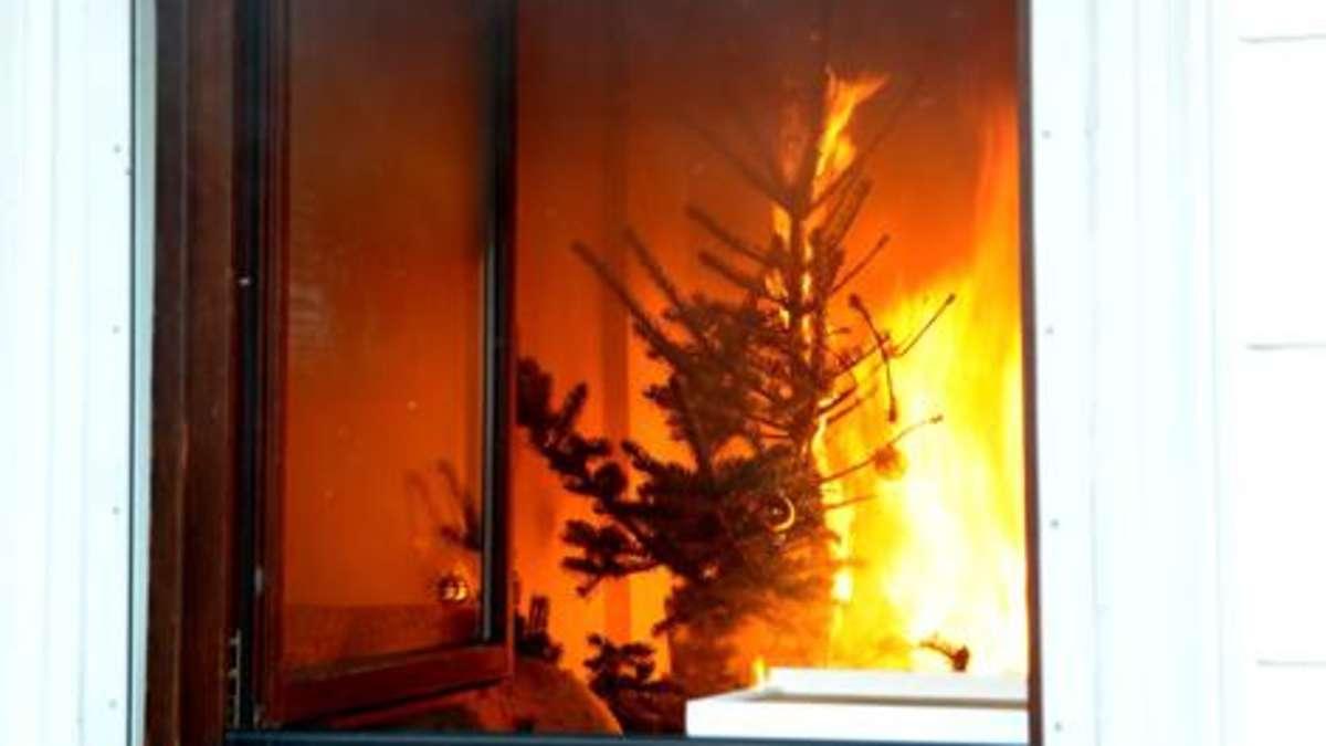 weihnachtsbaum brennt in obermenzing ab zwei bewohner. Black Bedroom Furniture Sets. Home Design Ideas