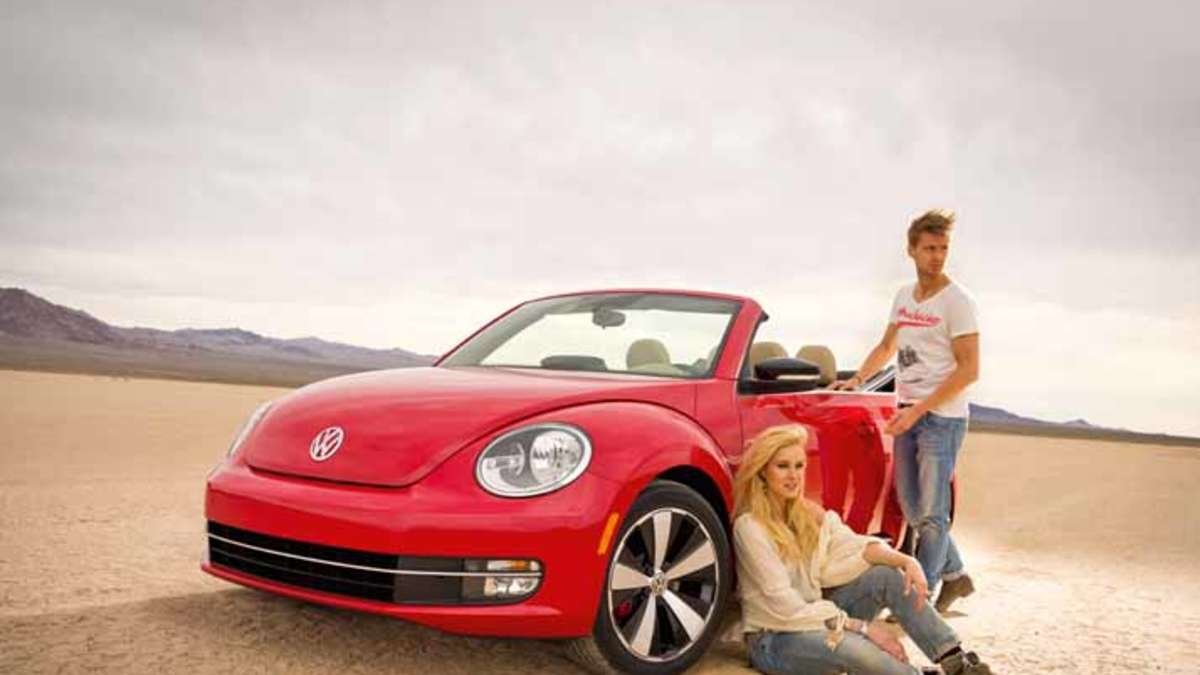 vw beetle cabrio feiert weltpremiere auf der los angeles. Black Bedroom Furniture Sets. Home Design Ideas