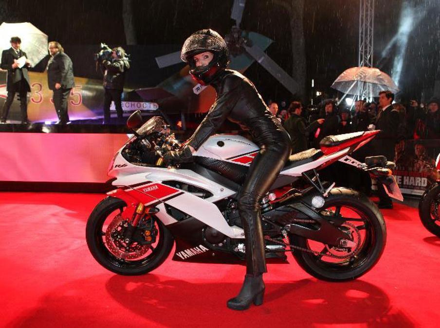 Yamaha YZFR6 spielt Rolle im HollywoodBlockbusterA Good