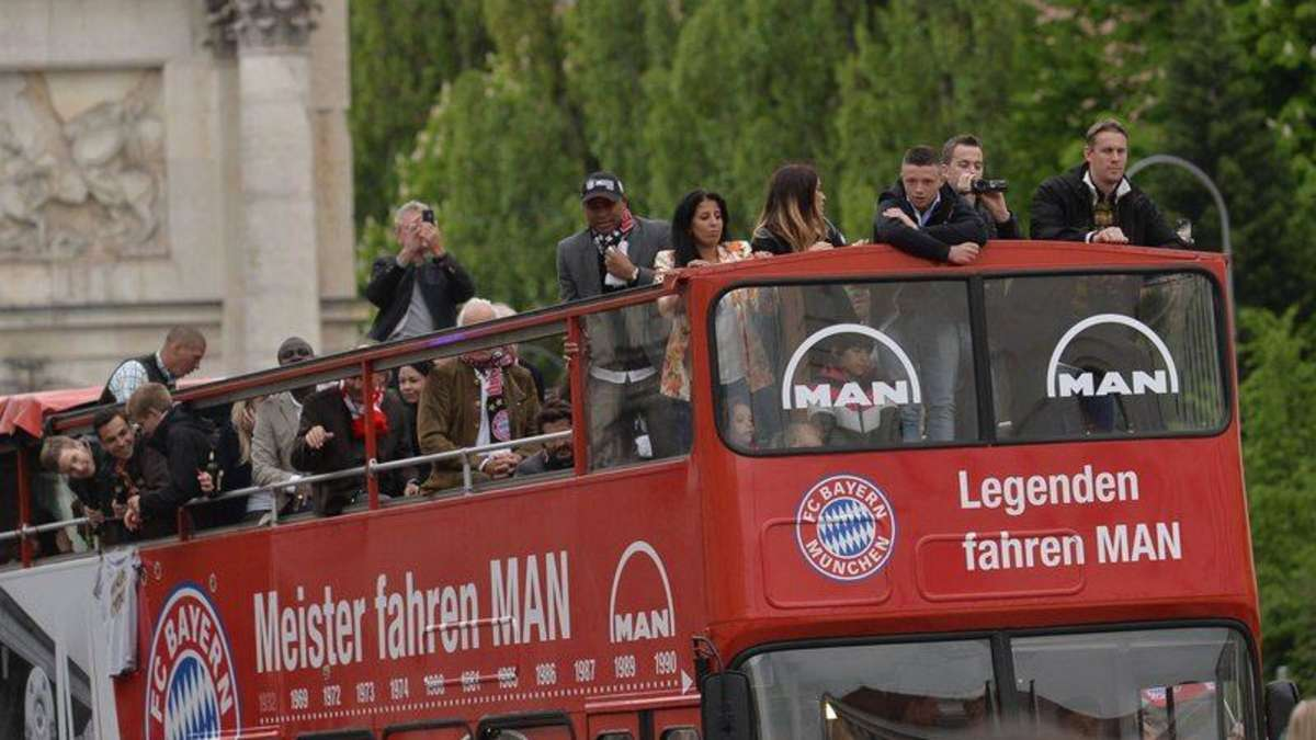 fc bayern m nchen feier am sonntag mit doppeldeckerbus fc bayern. Black Bedroom Furniture Sets. Home Design Ideas