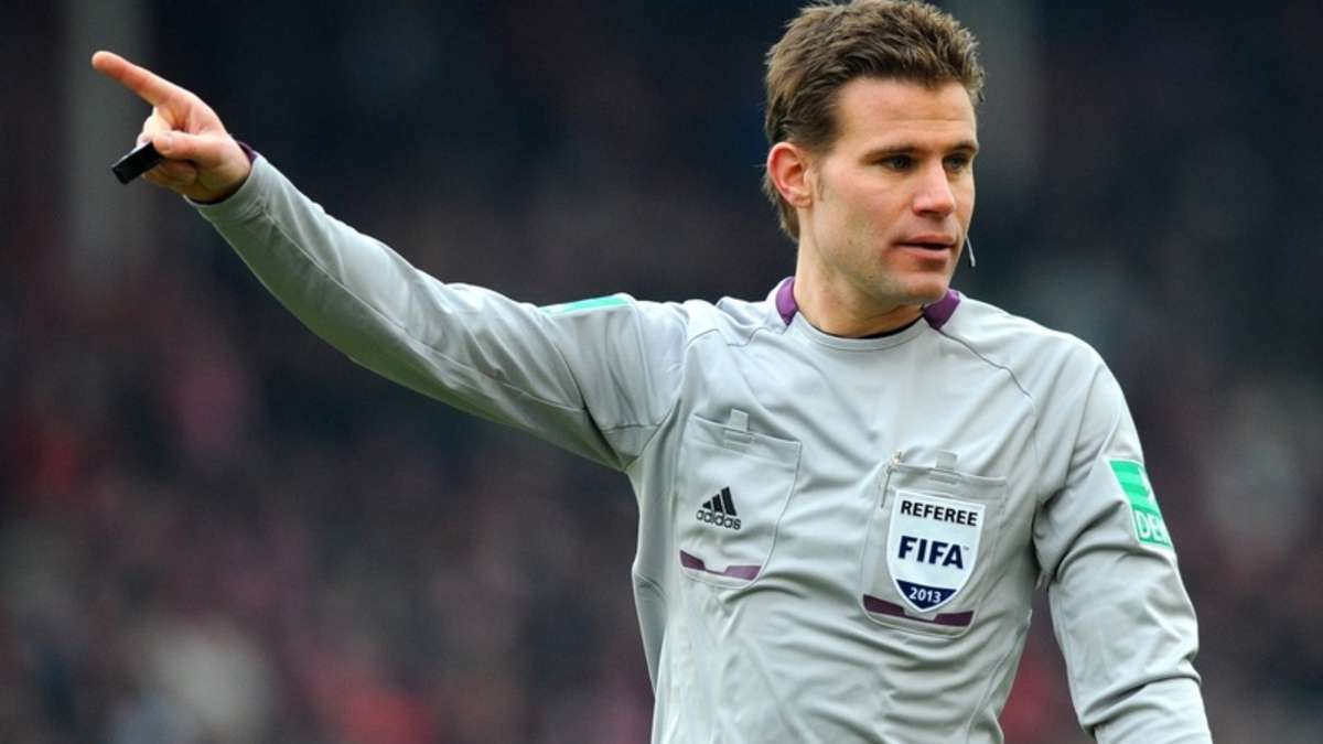 The 42-year old son of father (?) and mother(?), 185 cm tall Felix Brych in 2018 photo