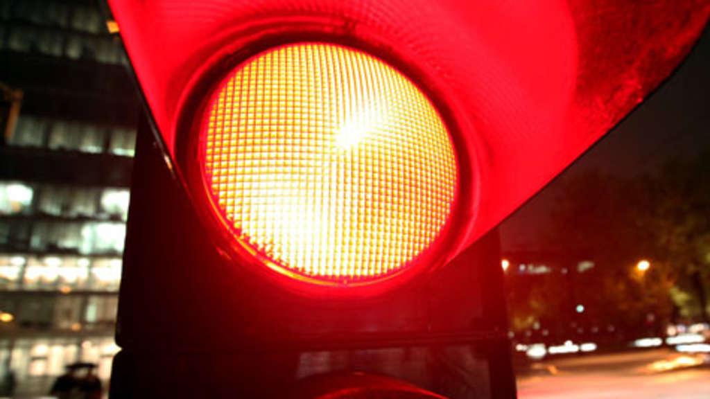 rote ampel umfahren autofahrer zu unrecht bei rotlichtversto erwischt auto. Black Bedroom Furniture Sets. Home Design Ideas
