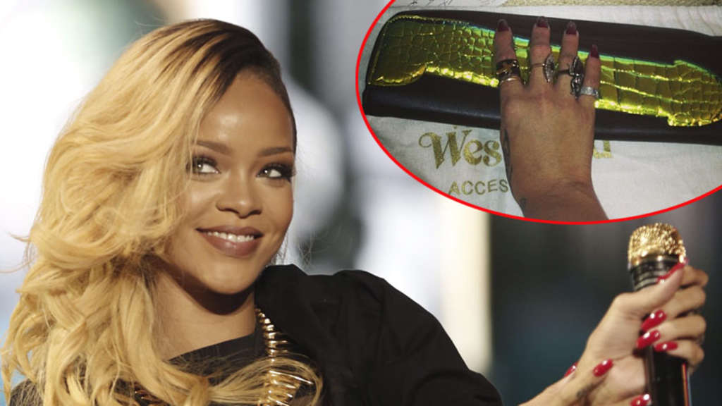 Rihanna Penis 61