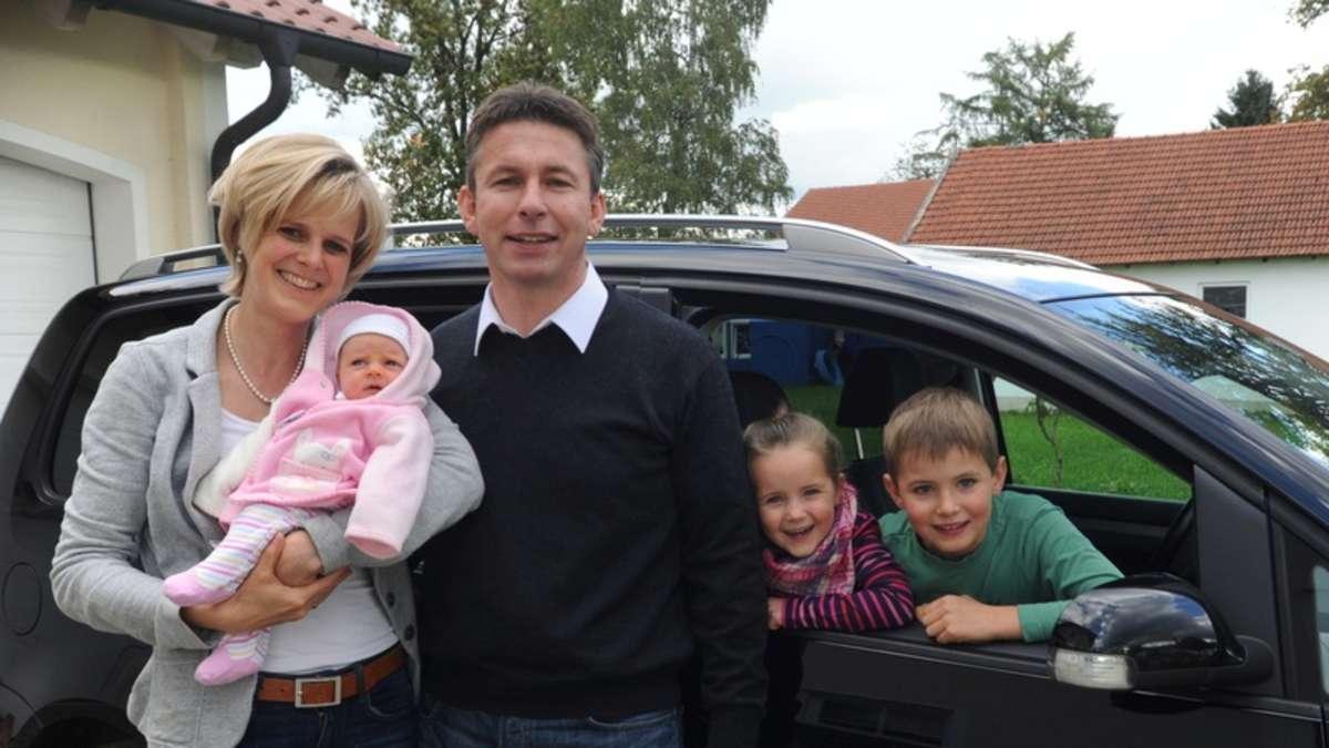 familie eicher sie haben zwei kinder im auto bekommen region. Black Bedroom Furniture Sets. Home Design Ideas