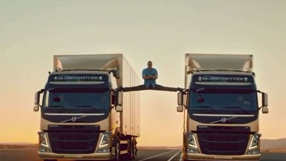 jean claude van damme macht spagat zwischen zwei volvo lastern auto. Black Bedroom Furniture Sets. Home Design Ideas