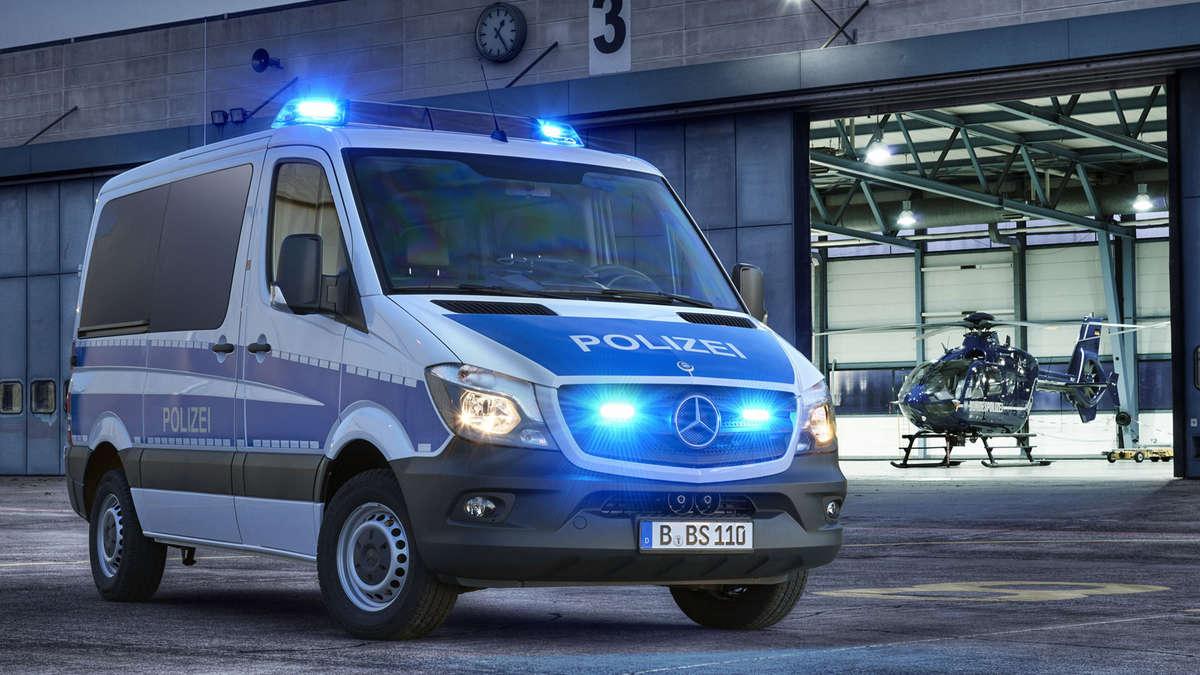 Mercedes Sprinter mit Blaulicht für die Bundespolizei | Auto