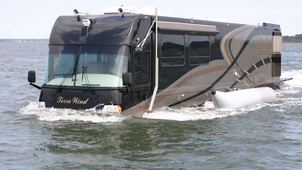 wasser oder land dieses wohnmobil kann schwimmen terra wind mit 330 ps auto. Black Bedroom Furniture Sets. Home Design Ideas