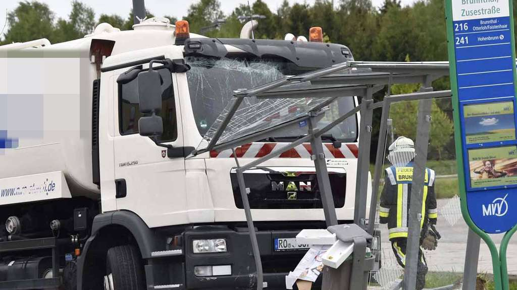 Laster Unfall Brunnthal