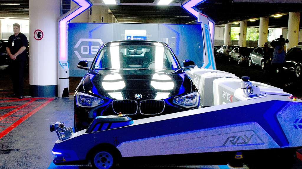 parkhaus 2 0 roboter parken autos am d sseldorfer flughafen reise. Black Bedroom Furniture Sets. Home Design Ideas