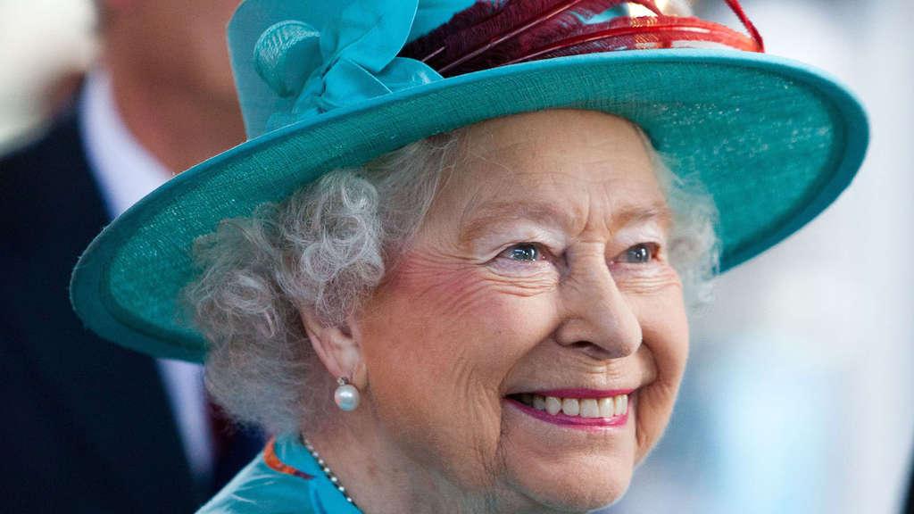 Uroma Queen Elizabeth II. bei erstem Geburtstag von Prinz George ...