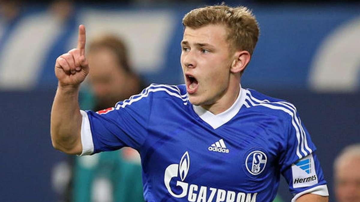FC Bayern ?bersah Max Meyer vom FC Schalke 04 FC Bayern