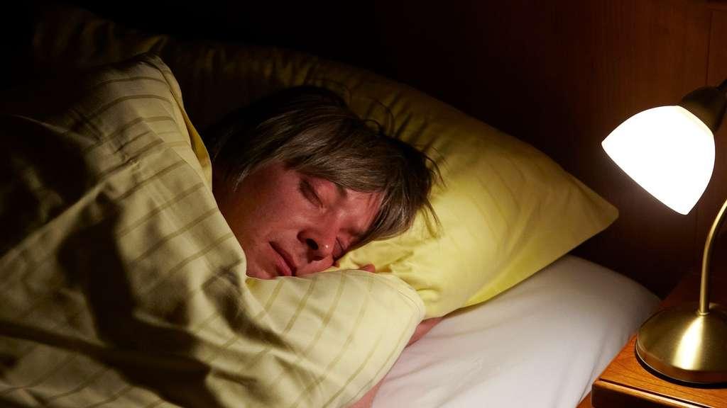 schlafen ohne ruhe der unheimliche zustand zwischen tr umen und wachsein gesundheit. Black Bedroom Furniture Sets. Home Design Ideas