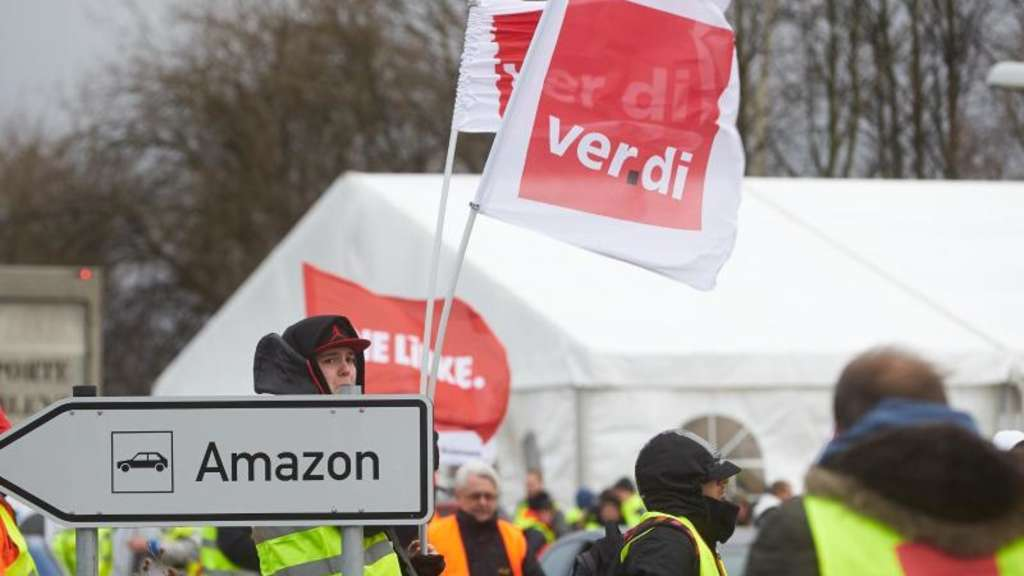 Streikende vor dem Amazon-Logistikzentrum in Koblenz.