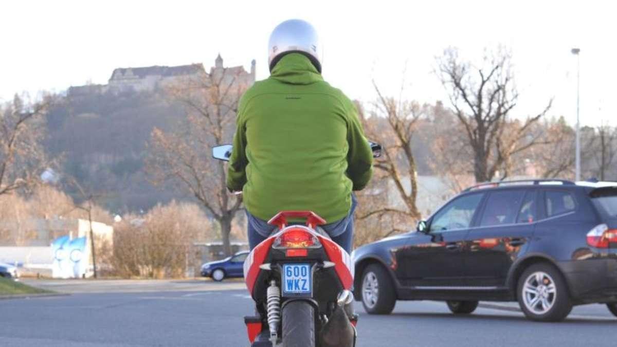 schwarz zu blau neues kennzeichen f r mopeds auto. Black Bedroom Furniture Sets. Home Design Ideas