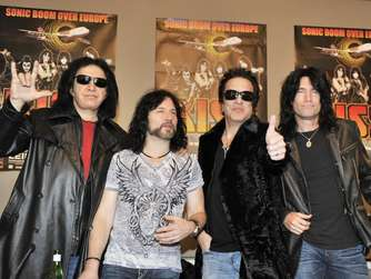 Gene Simmons Eric Singer Paul Stanley Tommy Thayer Kiss