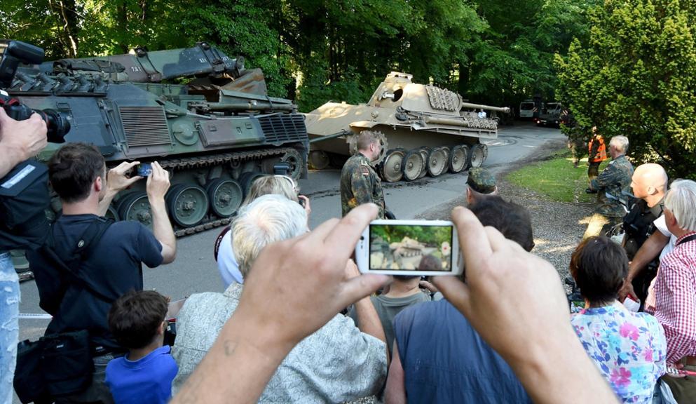 http://www.tz.de/bilder/2015/07/02/5199417/552257640-panzer-heikendorf-villa_09_20150702-202010-NLa7.jpg