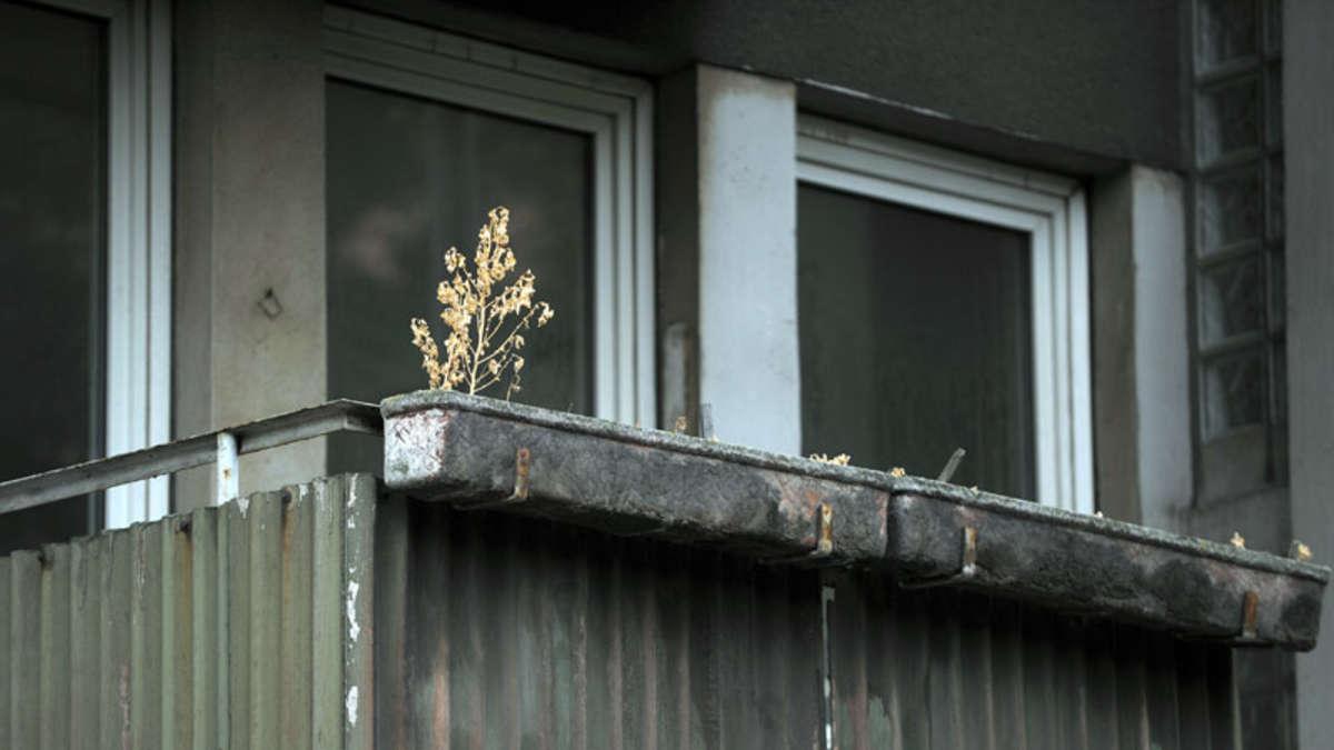 mann st rzt auf flucht vor polizei von balkon tot bayern. Black Bedroom Furniture Sets. Home Design Ideas