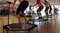 Work-out auf dem Trampolin: Spring Dich fit