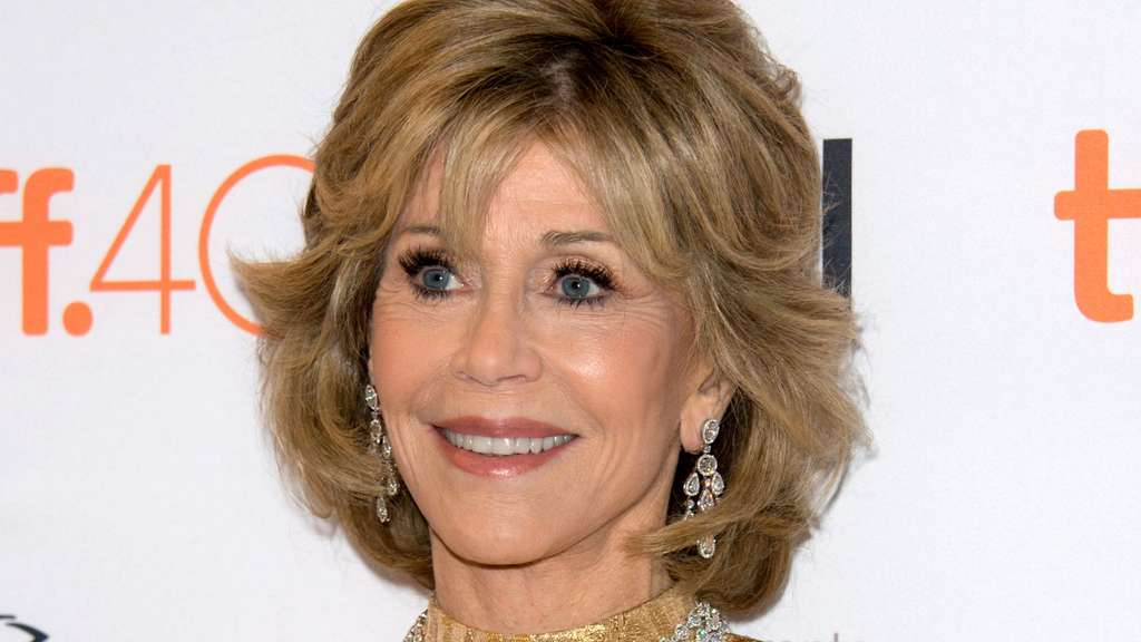 mit diesem popstar ging jane fonda nacktbaden stars. Black Bedroom Furniture Sets. Home Design Ideas