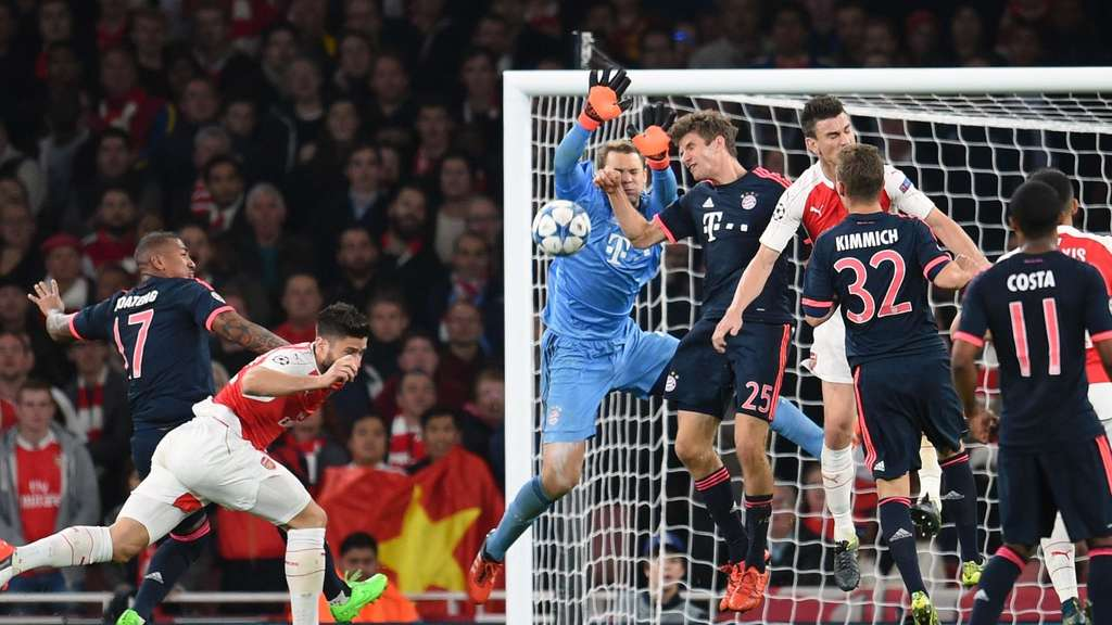 Arsenal&#39s Olivier Giroud 2nd L) scores the 1:0 against (L-R) Jerome Boateng, Manuel Neuer, Thomas Mueller, Joshua Kimmich and Douglas Costa during the UEFA Champions League Group F match between FC Arsenal London and Bayern Munich at the Emirates Stadium in London, Britain, 20 October 2015. Photo: Tobias Hase/dpa +++(c) dpa - Bildfunk+++