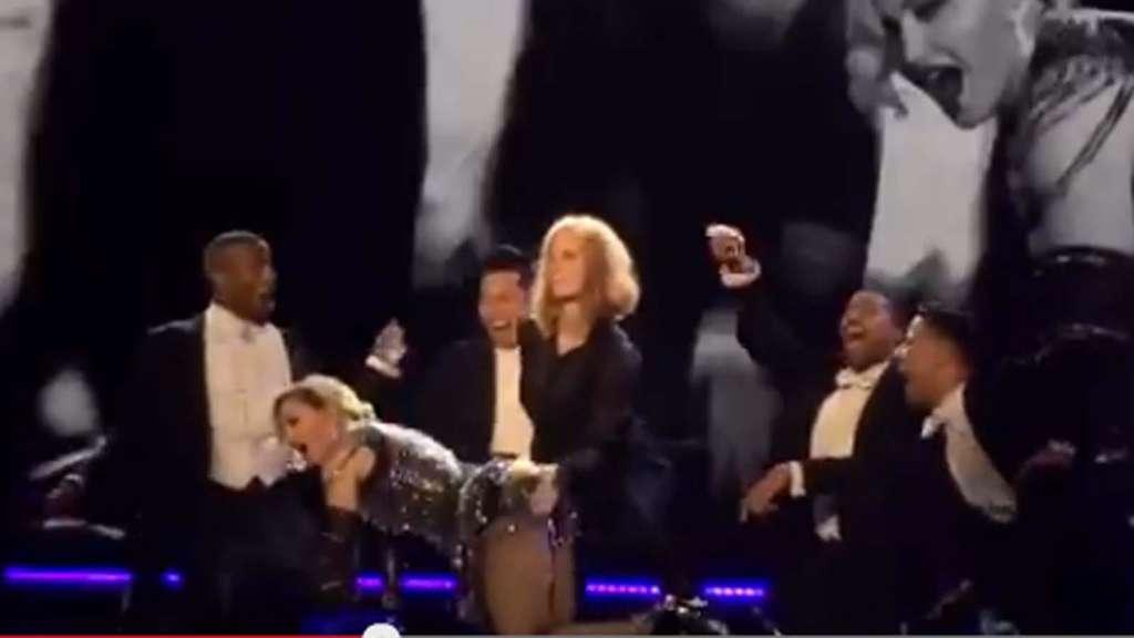 Jessica Chastain versohlt Madonna auf offener Bühne den