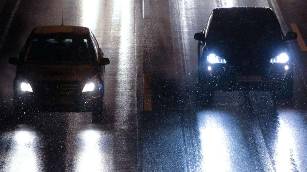 Lampen an den frontscheinwerfern paarweise austauschen auto for Lampen im auto