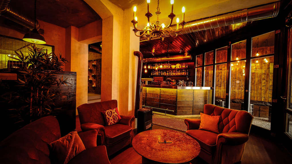 neue bar home das ultimative zuhause nightlife. Black Bedroom Furniture Sets. Home Design Ideas