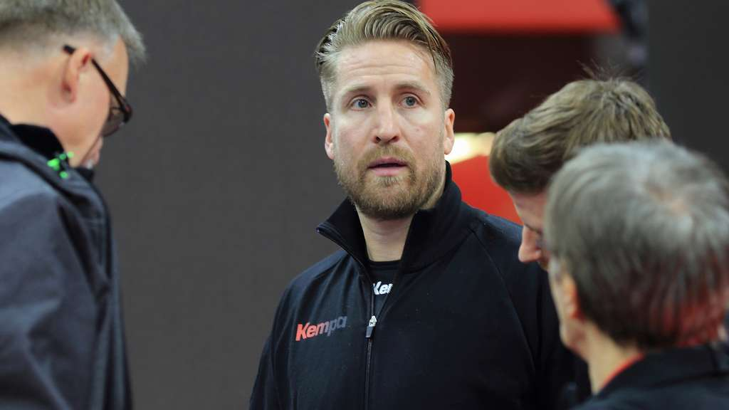 Germany&#39s team manager Oliver Roggisch (C), during the EHF European Men&#39s Handball Championship 2016 in Krakow, Poland, 30 January 2016. Photo: Jens Wolf /dpa +++(c) dpa - Bildfunk+++