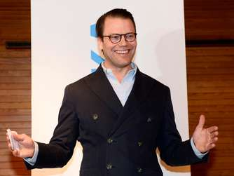 epa05191572 Sweden&#39s Prince Daniel smiles as he speaks to the media during a news conference at the Karolinsaka hospital in Stockholm, Sweden, 02 March 2016, to announce that his wife, Crown Princess Victoria of Sweden gave birth to a baby boy, the royal couple&#39s second child. EPA/HENRIK MONTGOMERY / TT SWEDEN OUT +++(c) dpa - Bildfunk+++