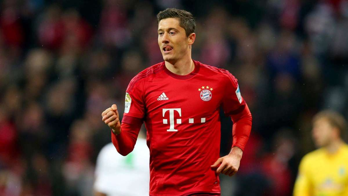 neue frisur f r bayern star robert lewandowski fc bayern. Black Bedroom Furniture Sets. Home Design Ideas
