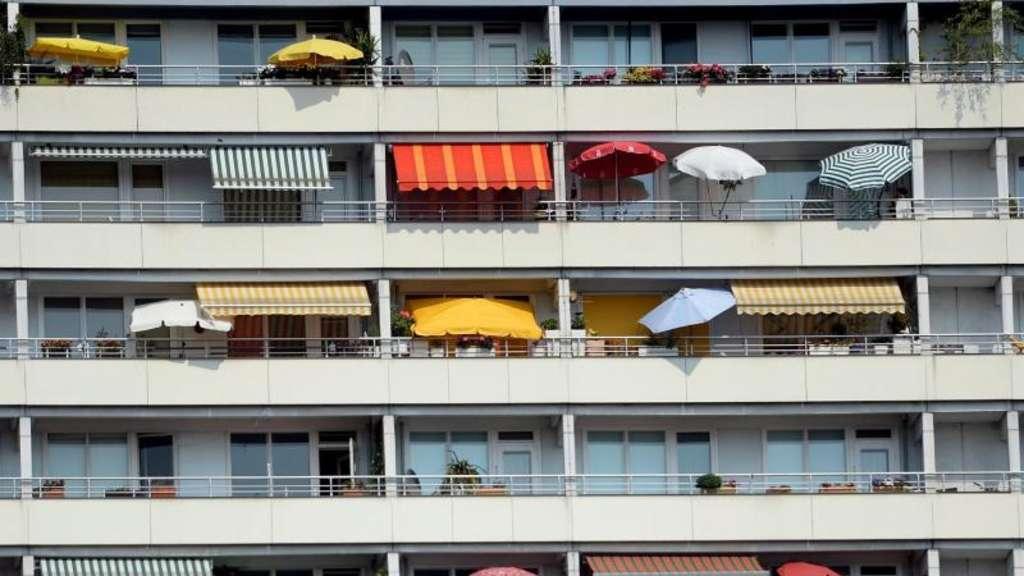 pflanzen sonnen grillen was ist auf dem balkon erlaubt wohnen. Black Bedroom Furniture Sets. Home Design Ideas