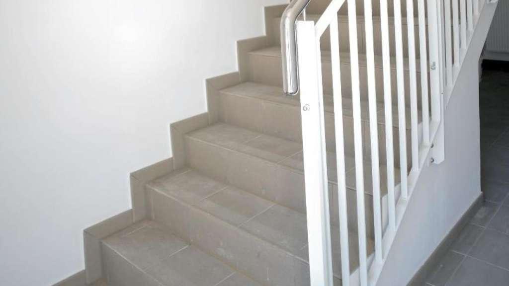 das treppenhaus reinigen wann mieter putzen oder zahlen wohnen. Black Bedroom Furniture Sets. Home Design Ideas