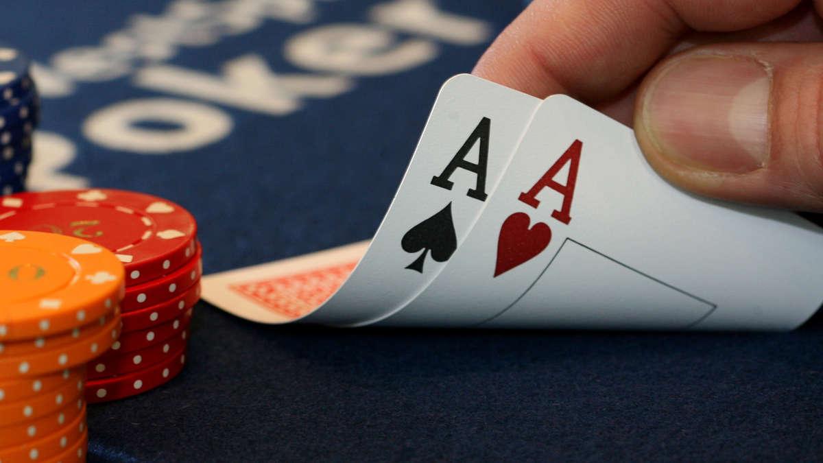 Wie Strip Poker gespielt wird - Gratis Strip Poker
