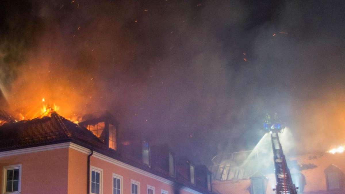 gro alarm in altstadt von straubing haus in flammen bayern. Black Bedroom Furniture Sets. Home Design Ideas