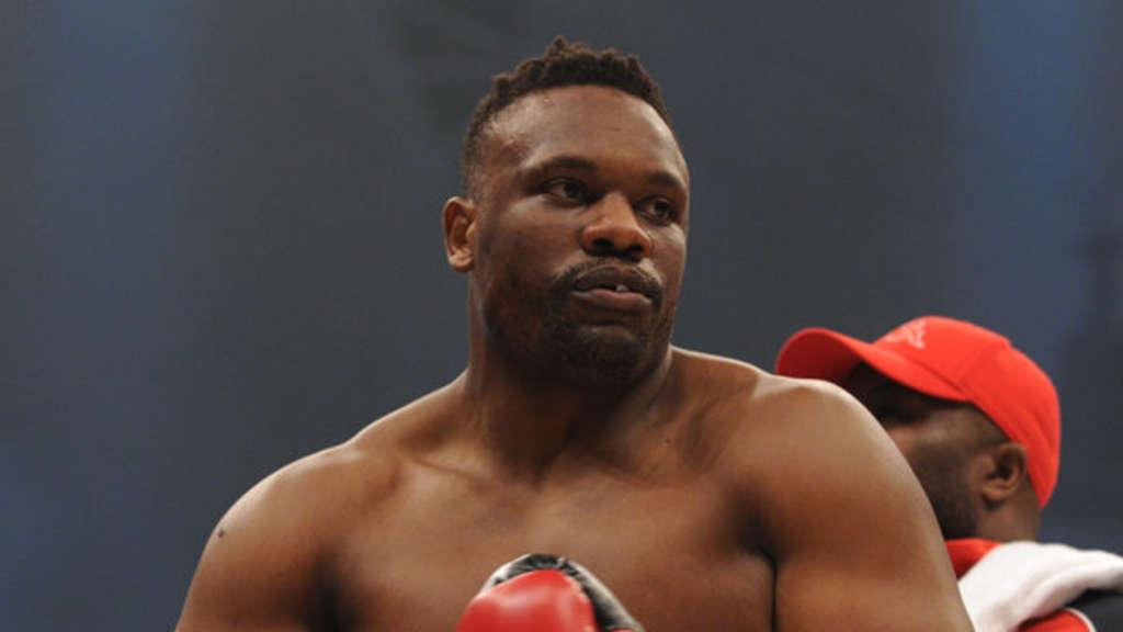 Skandal-Boxer wirft Tisch auf Gegner