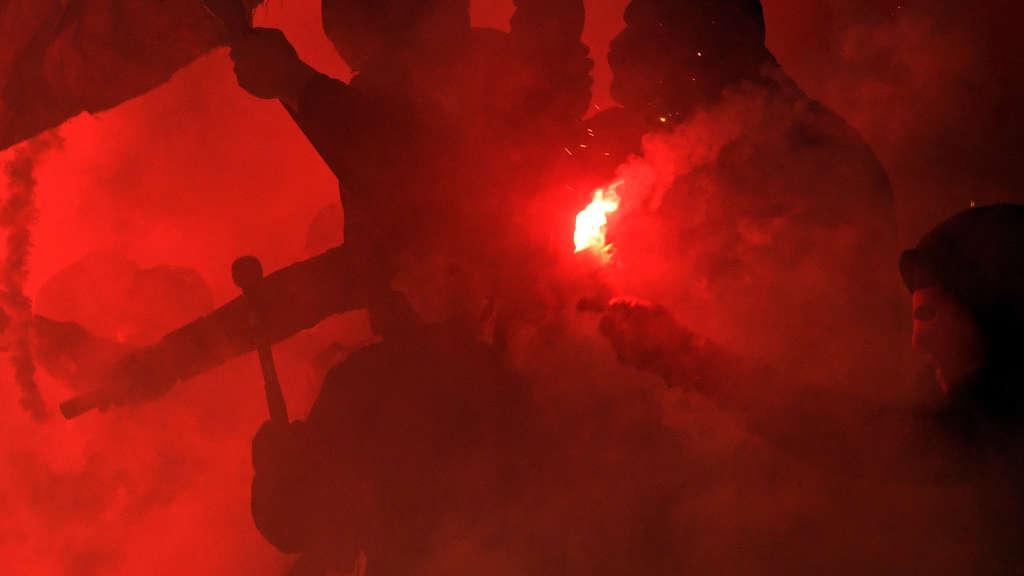 Pyrotechnik: Zwei Verletzte in Mainz