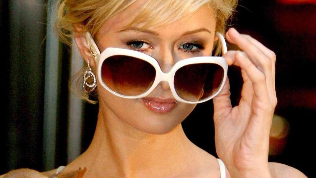 Paris Hilton mit Tinkerbell