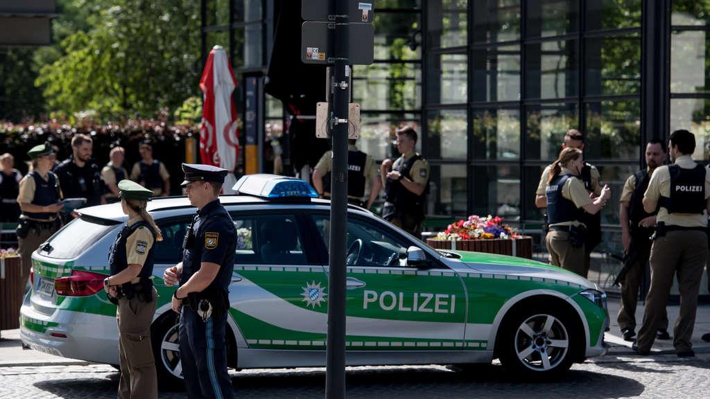 Schüsse bei S-Bahnhof in München - Mindestens ein Verletzter