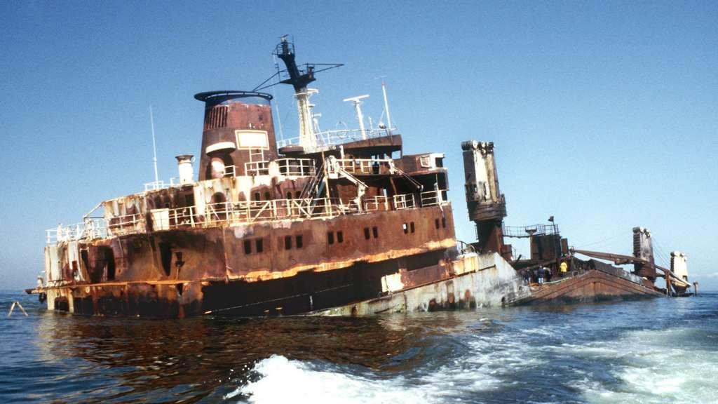 Meter langer Frachter vor Langeoog gestrandet
