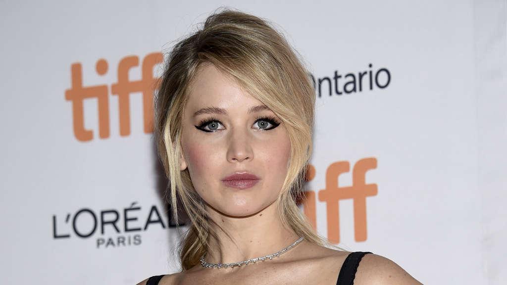 Jennifer Lawrence außer Kontrolle: Entblößt im Kleiderschrank