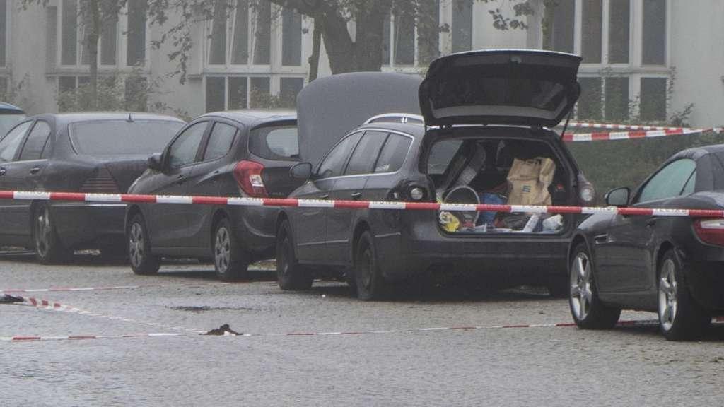 Auto in Bremen durch Sprengsatz schwer beschädigt