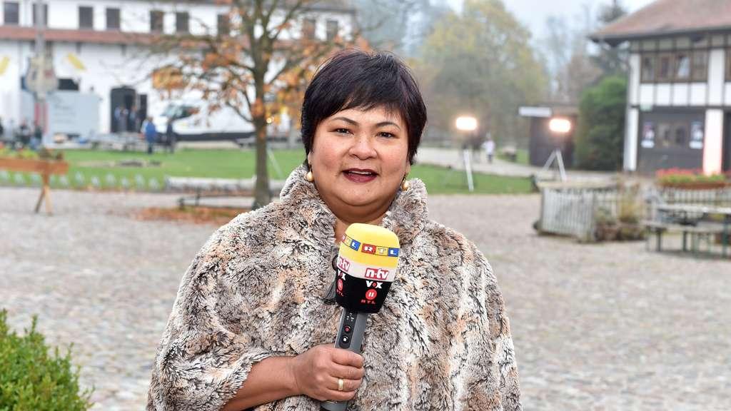 """Narumol wird bei""""Bauer sucht Frau&#8220 auf RTL auch kleinere Moderations Jobs übernehmen"""