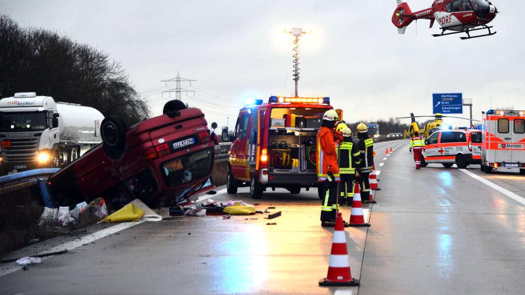 A6 nach Unfall bei Mannheim gesperrt - sieben Verletzte, darunter ein Affe