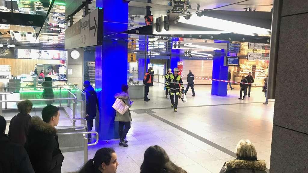 Münchner Freiheit: Mann torkelte ins U-Bahn-Gleis und wird überrollt