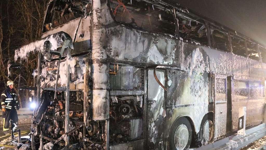 Reisebus mit Schulkindern fängt Feuer - 15 Verletzte