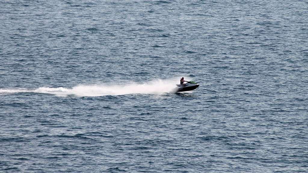 Jetski-Fahrer harrt 20 Stunden auf Ostsee aus
